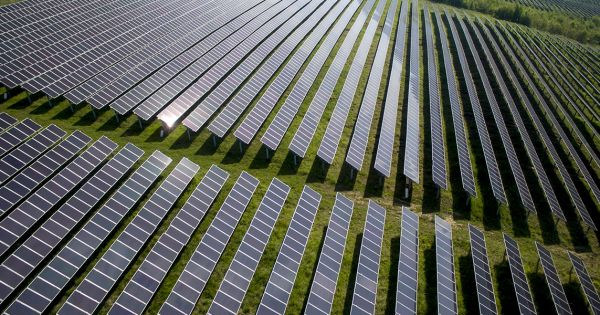 A Brighter Tomorrow – Solar Power Finally Becomes the Cheapest Source for New Energy